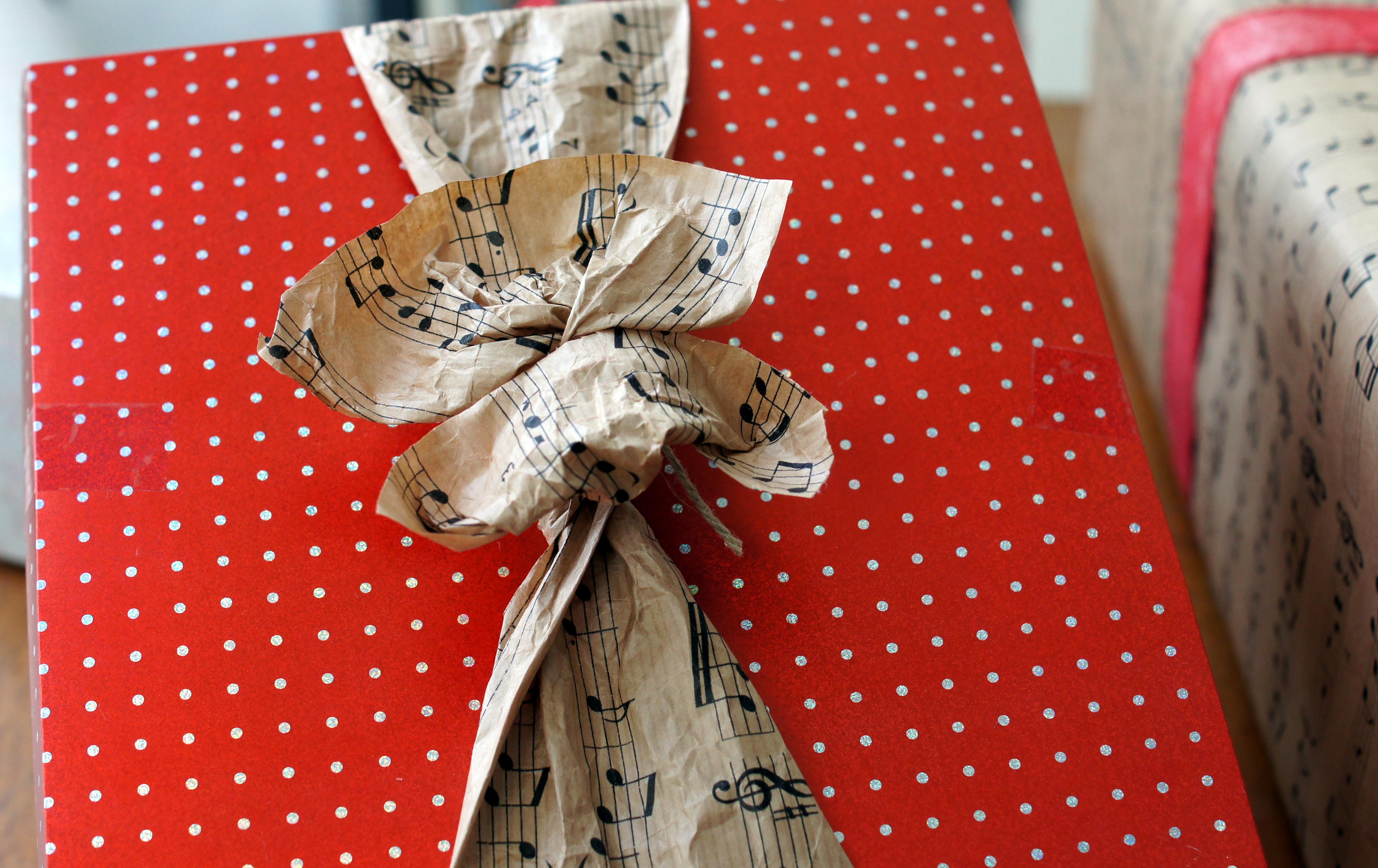 geschenke verpacken scrapimpulse. Black Bedroom Furniture Sets. Home Design Ideas