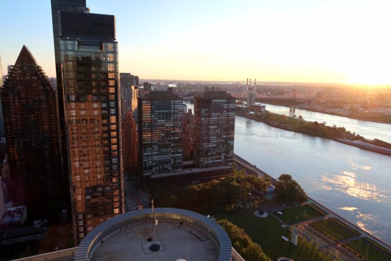Blick vom 34. Stock des Hilton Millenium One UN Plaza Hotel