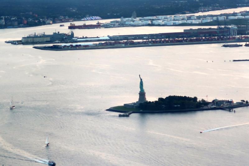 Blick auf Freiheitsstatue vom One World Observatory New York City