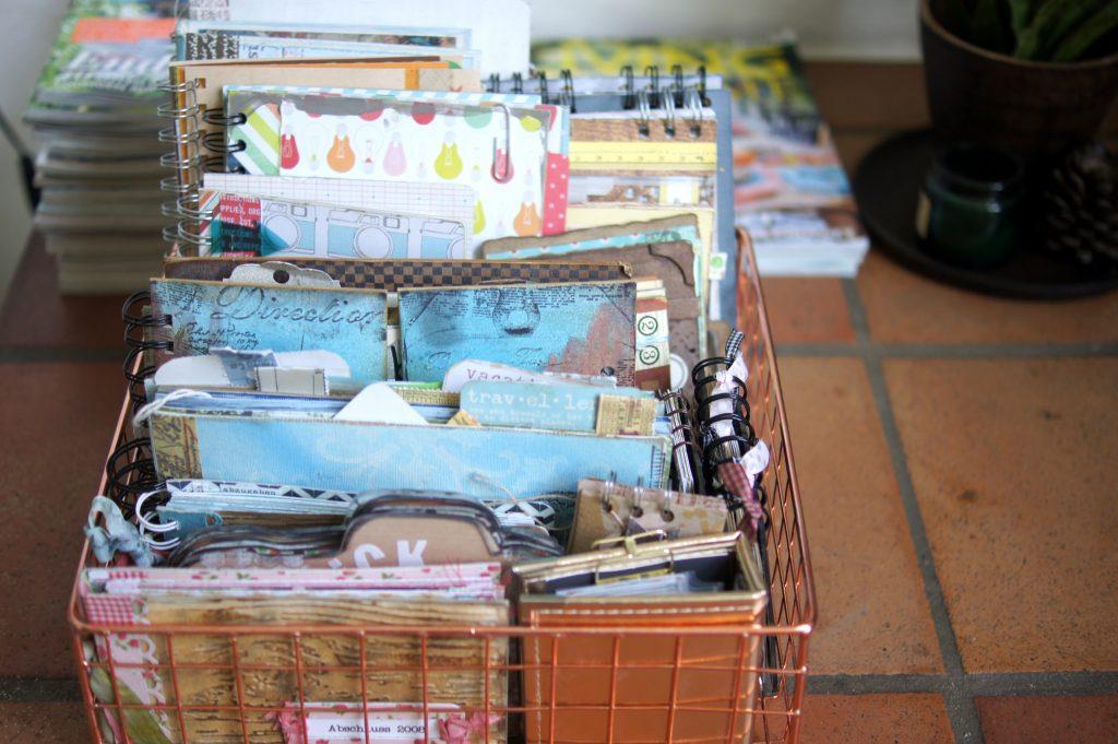 Scrapbooking Mini Books im Korb