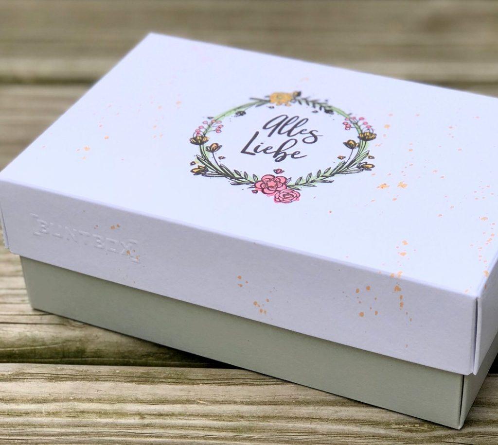 Geschenkbox Buntbox mit Klartext Dani Peuss Stempel und Aquarelltechnik