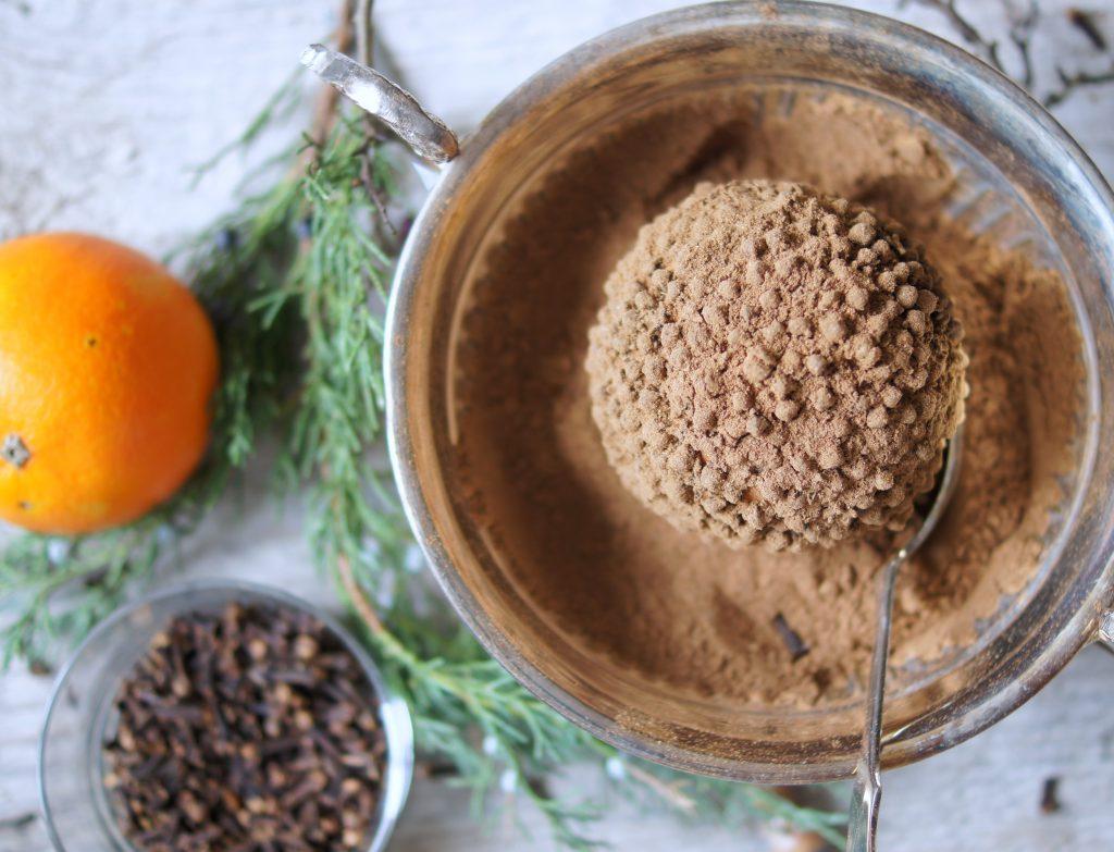 Natürliche Pomanderbälle für die Adventszeit selbermachen