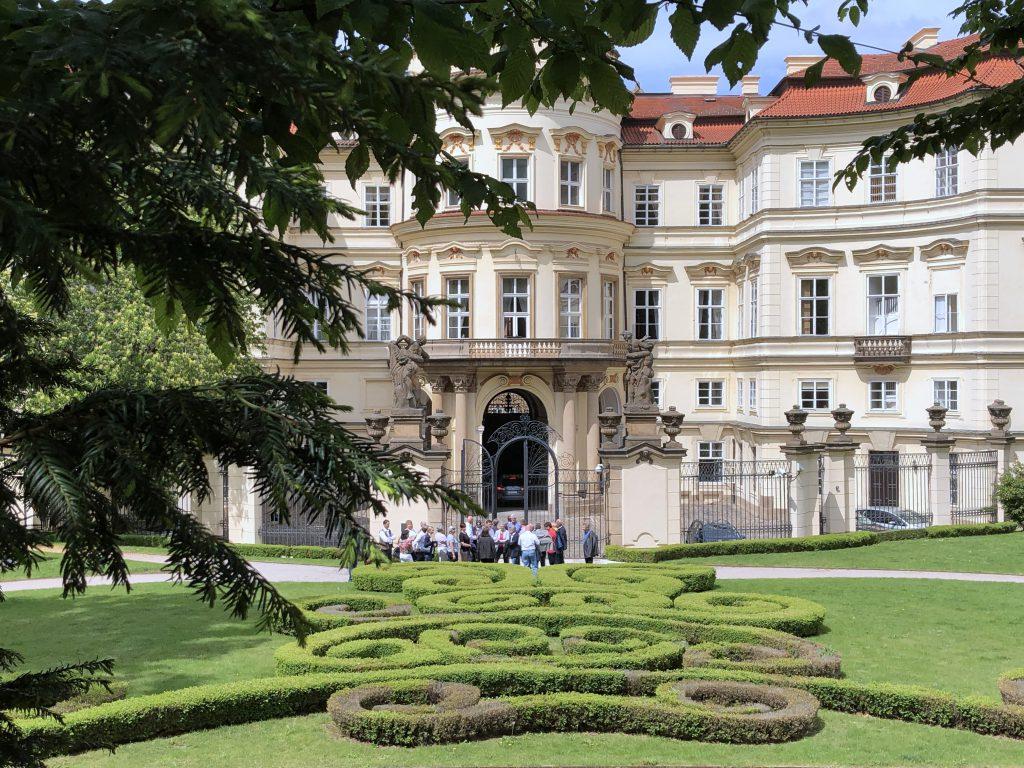 Deutsche Botschaft Prag Genscher Balkon