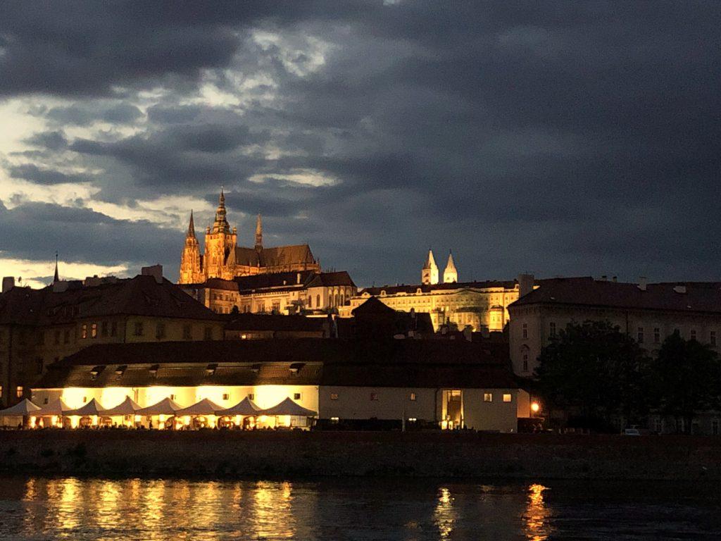 Mädelstrip Prag Schiffstour Prager Burg