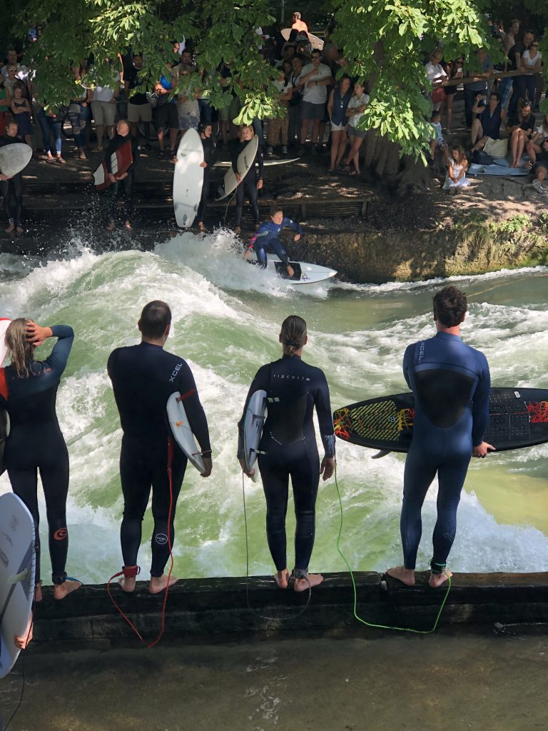 Eisbach Surfer München Englischer Garten