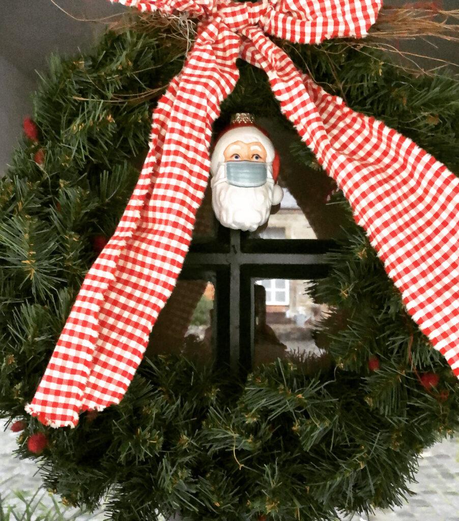 Türkranz mit Masked Santa